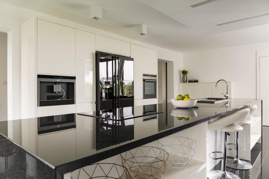 Kitchen island with marble wotktop in luxurious interior